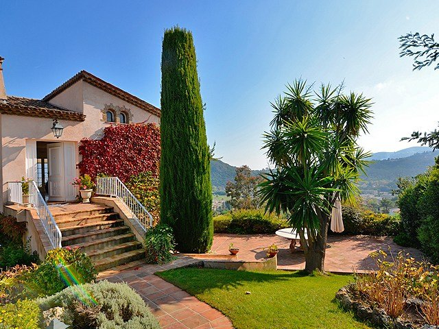 Mandelieu-leoBus-villa-garden-1