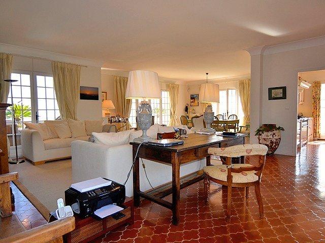 Mandelieu-leoBus-villa-livingroom-1