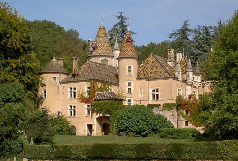 Romantisches Schloss für Bed and Breakfast in Burgund