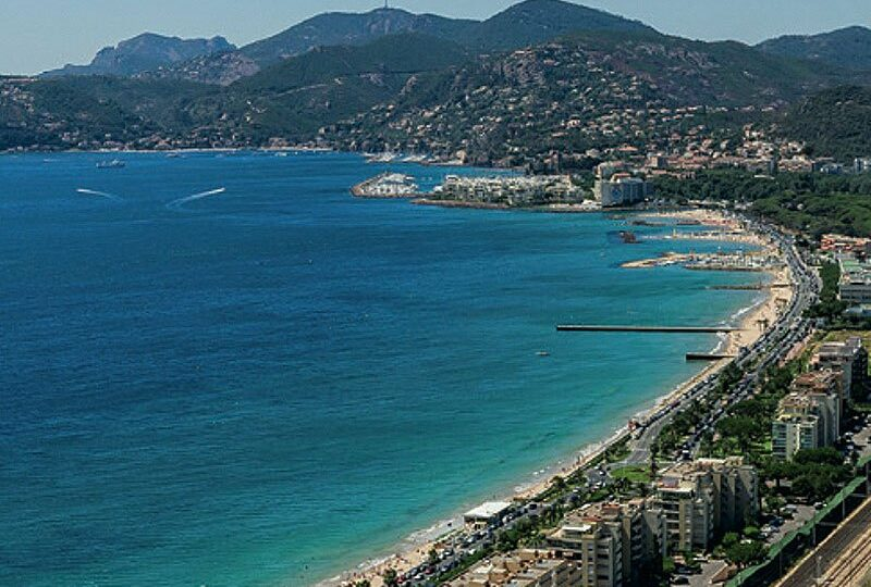 New apartment in Cannes la Bocca with seaview