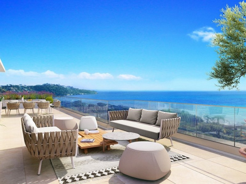 Sainte Maxime exclusive sea front apartment with infinity pool