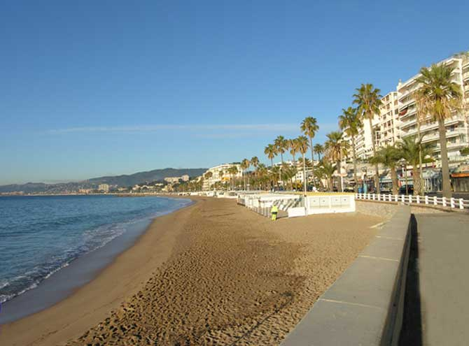 New construction Cannes la Bocca offers double apartments with sea view for sale