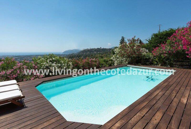 Modern villa and pool in Mandelieu