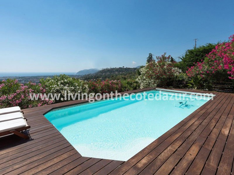 Modern villa and pool in Mandelieu