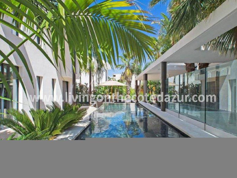 Neue zeitgenössische Villa Cannes Palm Beach