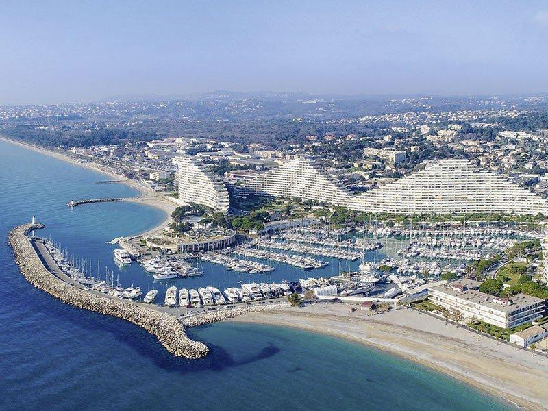 Villeneuve loubet new apartments close to marina bay des anges for Piscine marina baie des anges