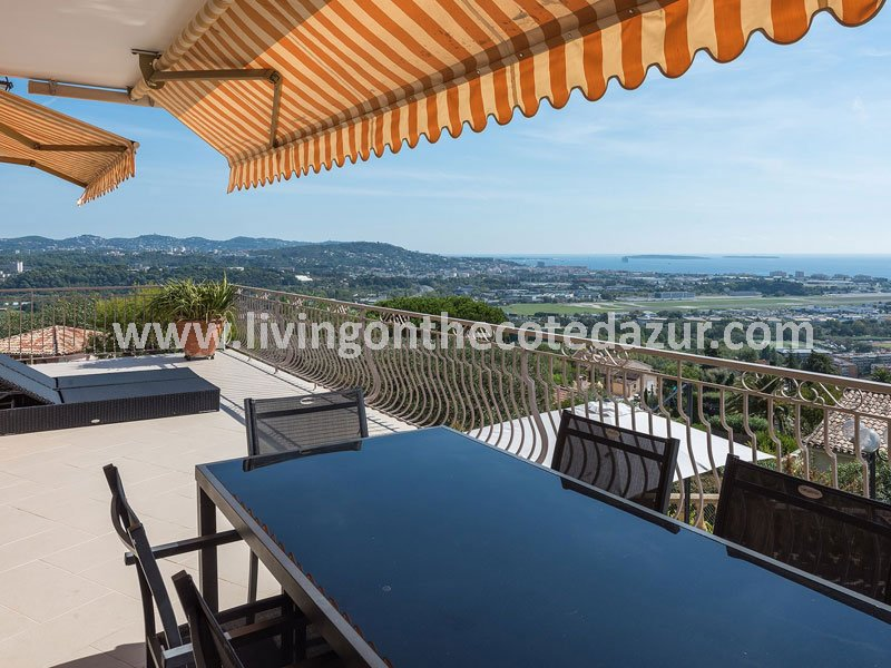 Provencal stone villa with views on the sea and your private jet