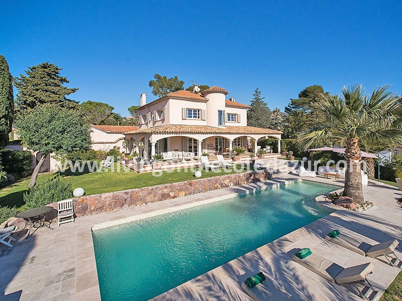 Charming family villa with pool and sea view over Cannes