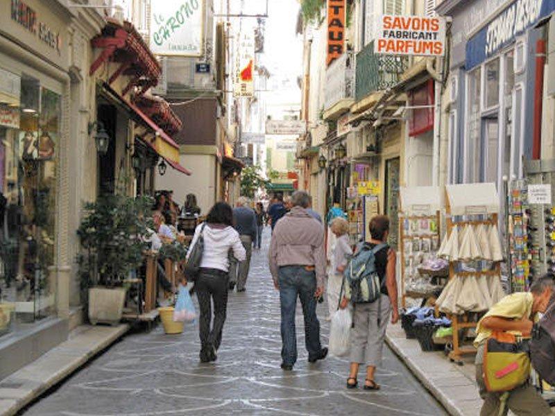 Kaufen Sie neue Wohnung in Antibes Côte Azur, in der Nähe von Plage Salis