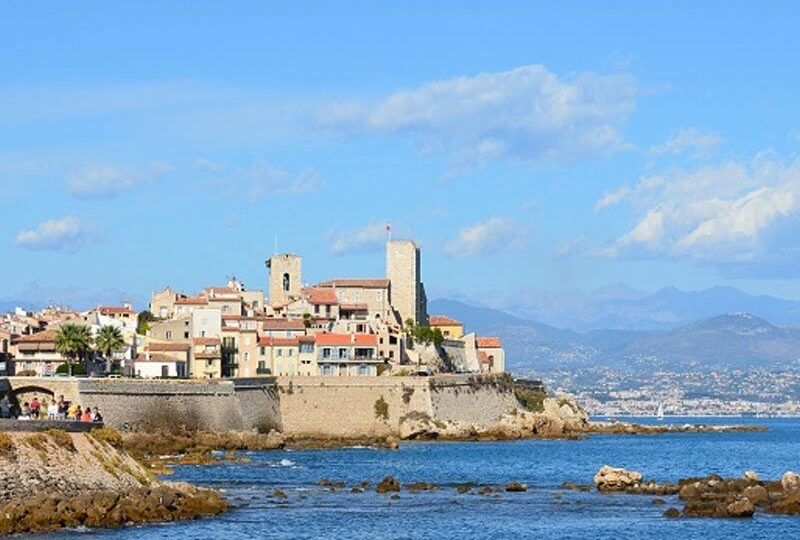 Buy new apartment in Antibes Côte Azur, close to Plage Salis