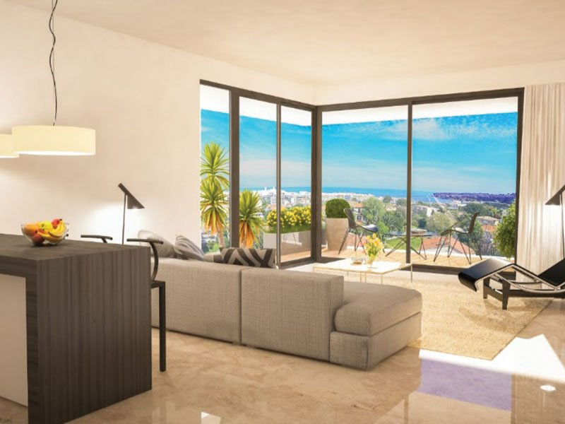 Top apartment Antibes centre with sea view