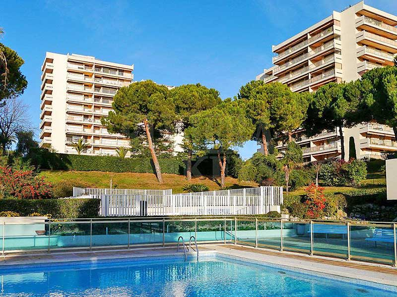 In luxury domain: ideal holiday apartment Juan les Pins for sale