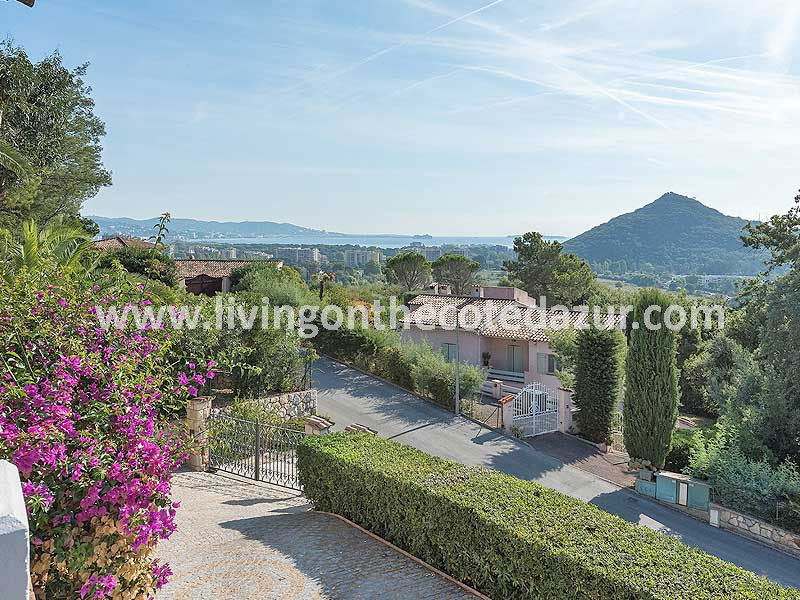 Provençal villa Mandelieu Minelle with sea view and pool
