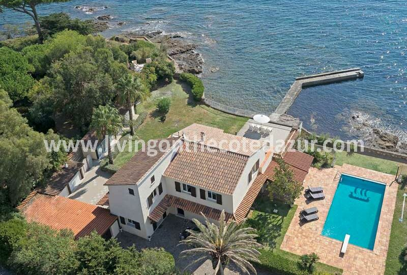 Water sports enthusiasts pay attention; it still exists. a luxury villa with boathouse and private sea jetty. In the beautiful Sainte Maxime.