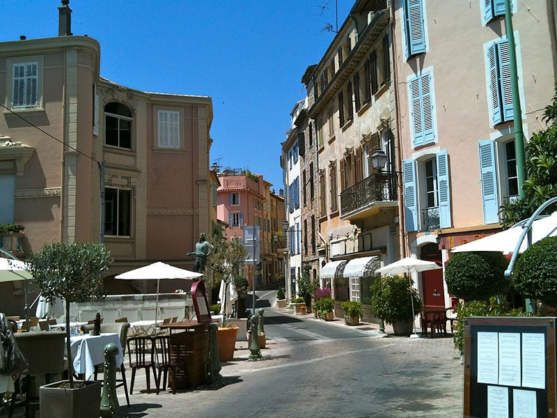 new apartments in the heart of le cannet close to cannes. Black Bedroom Furniture Sets. Home Design Ideas