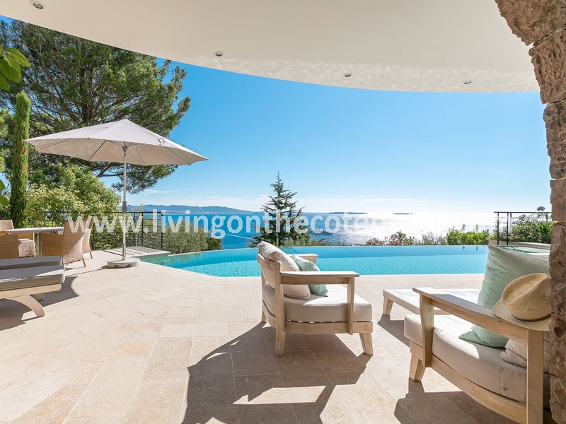 Dreams still exist: modern seafront villa Theoule sur Mer