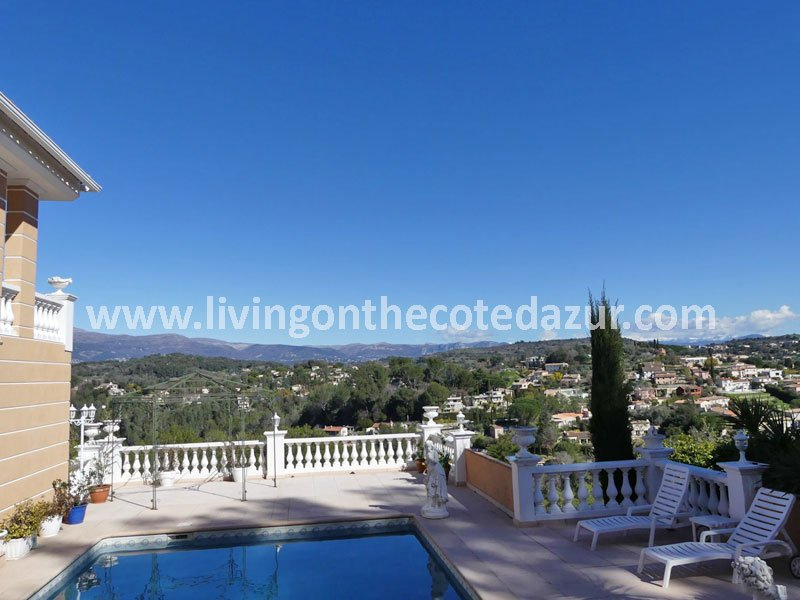 Large Neo Provencal villa with superb views over Medieval Biot