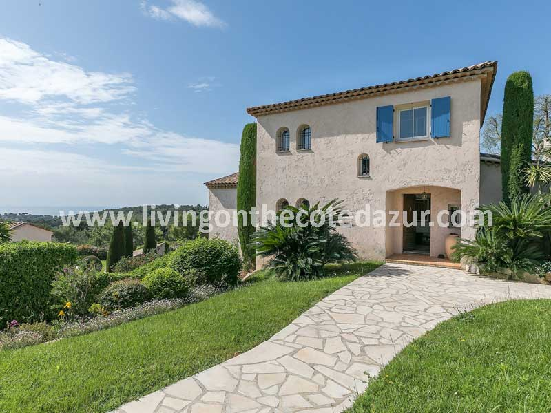 Lovely family villa Provencal style in Antibes domain