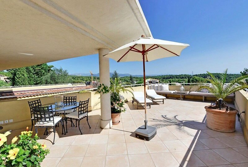 Mougins two bedroom apartment with rooftop terrace