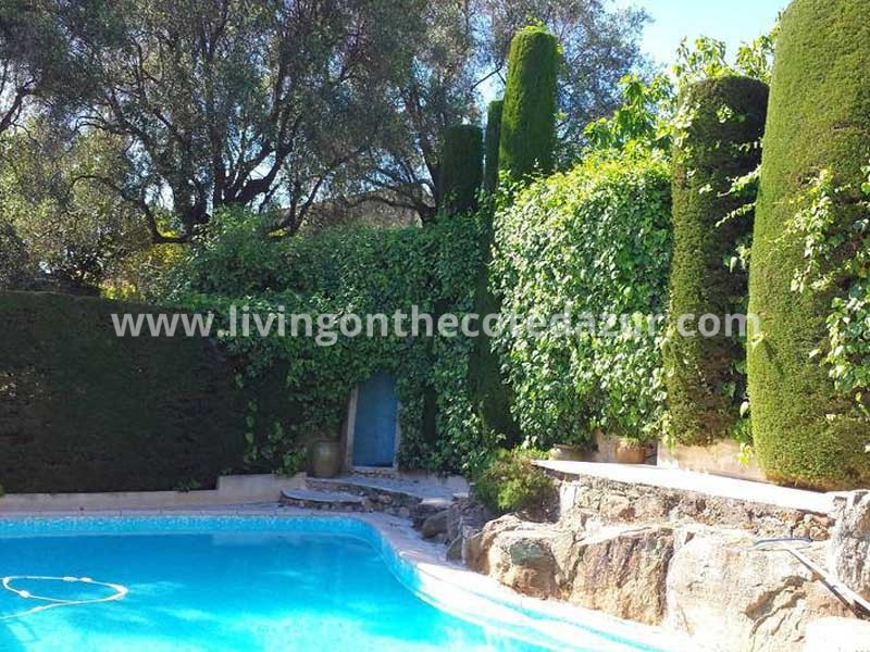Exceptional Antibes villa with sea view and swimming pool. Great B&B!