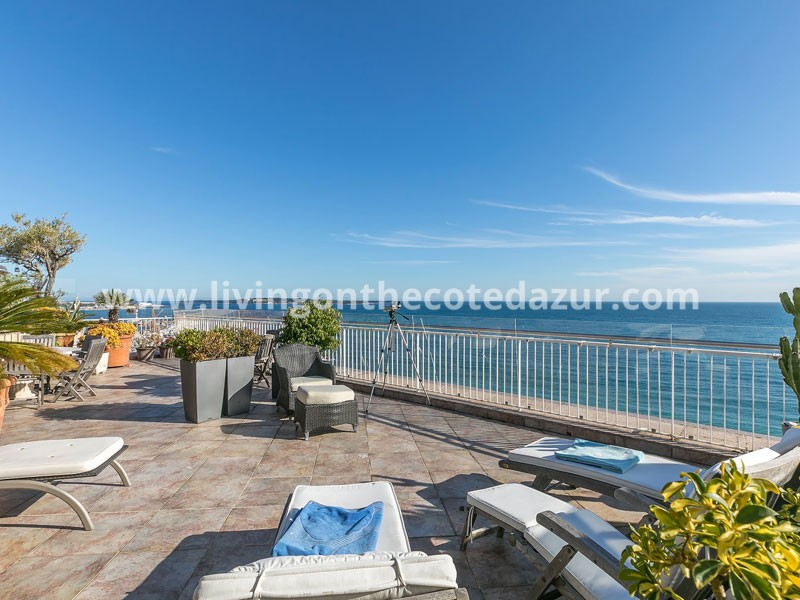 Cannes Midi Plage penthouse directly on the sea with large roof terrace