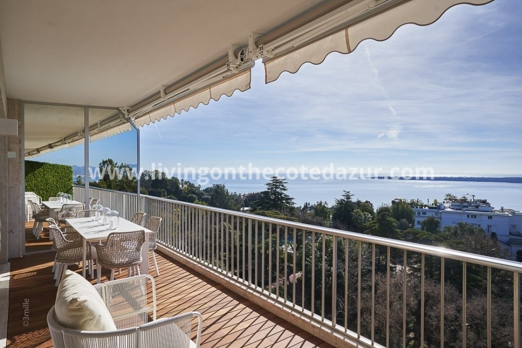 Located in one of Californie's most prestigious residence with caretaker, park, pool and tennis court. Sold furnished and completely renovated with modern materials and high quality fittings.