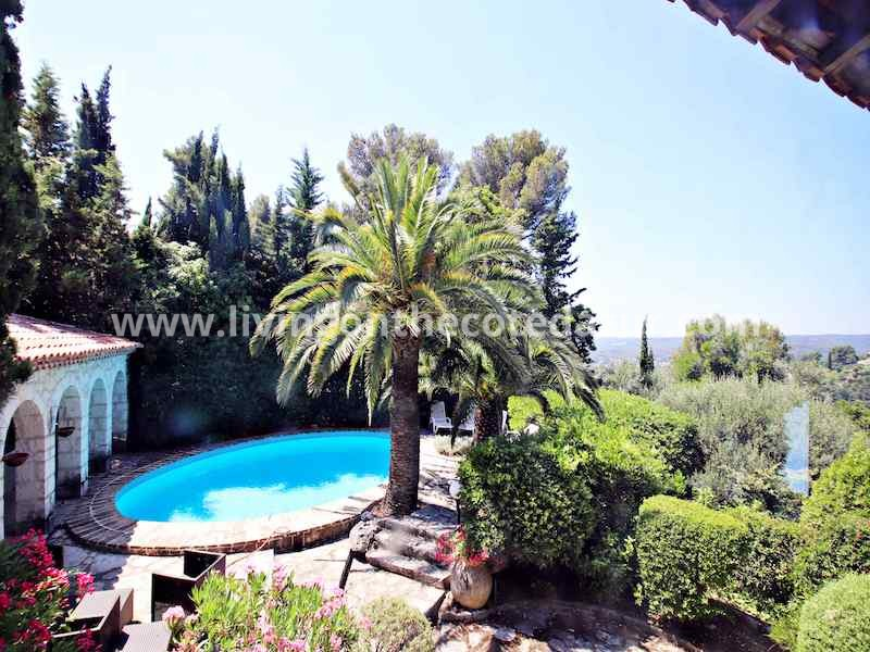 Stone farmhouse with a view of Saint Paul de Vence