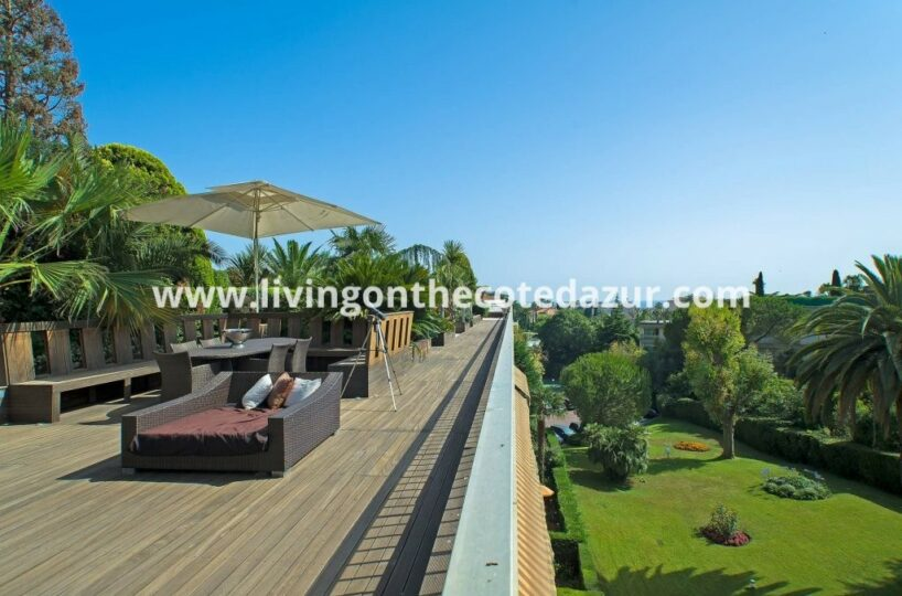 Buy a Penthouse for sale with 800 sqm rooftop terrace? Yes, you Cannes.