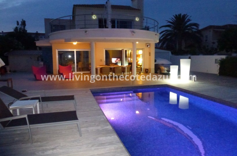 Alcossebre: seafront property for sale in perfect condition