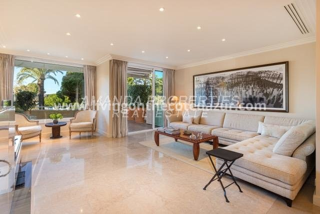 Cannes Croisette - Two bedroom apartment for sale with harbor sea view