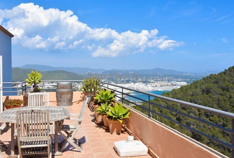 Top floor apartment with sea view- Santa Eulalia Del Rio, Ibiza