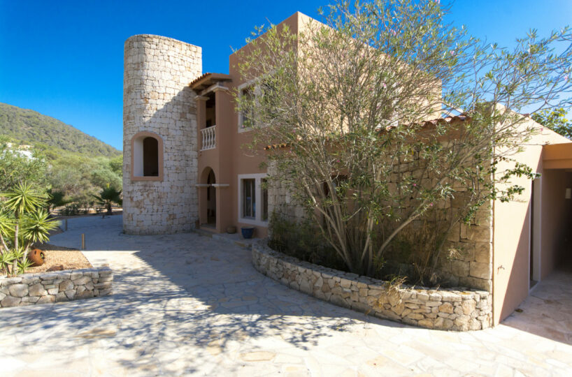 Spacious and beautiful 6 bed villa - Cala Jondal, Ibiza