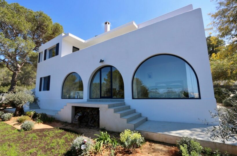 6 bedroom renovated villa - Cala Salada, Ibiza