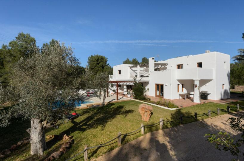 Large family vila with pool - Playa De Cala Llonga, Ibiza