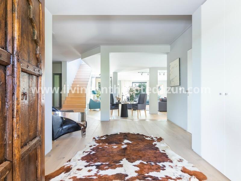Luxury 5 + 1 bedroom villa with pool in Quinta da Marinha