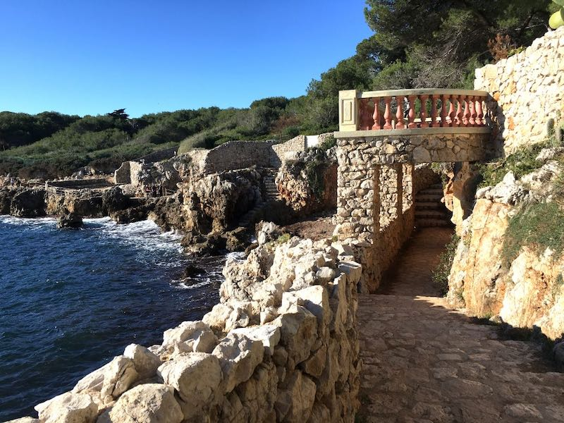 Nice to know if you want to buy a villa on the Cap d'Antibes