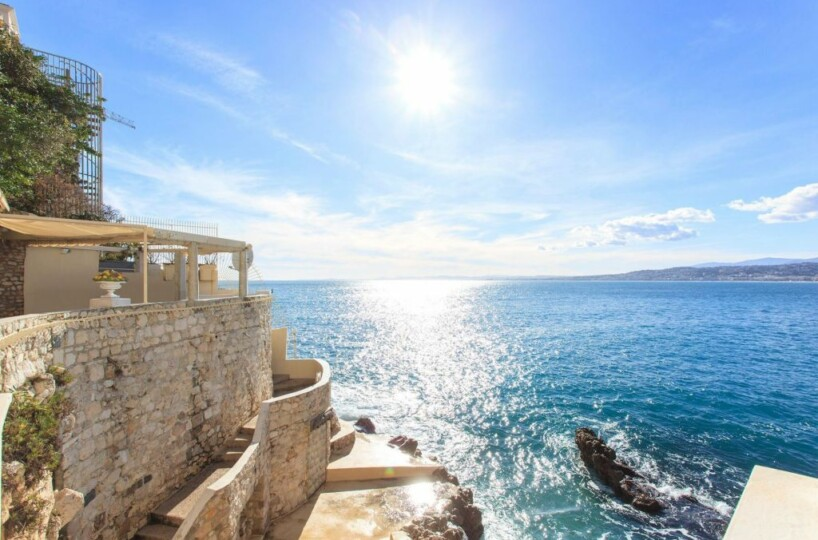 Ten advantages of purchasing a seafront property on the French Riviera