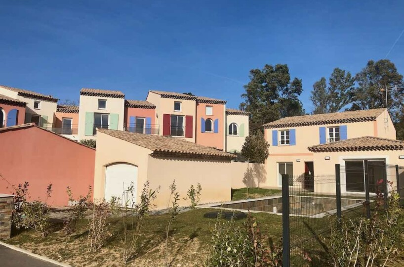 Beautiful new villa in secure domain Grimaud, 3 minutes from the beach